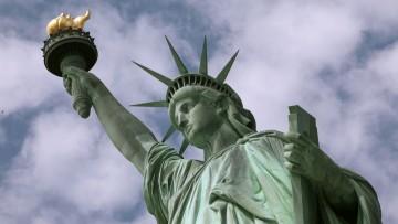 เรียนภาษาอังกฤษฟรี | Freedom Liberty ต่างกันอย่างไร